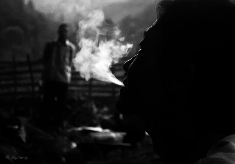 49+ Hình ảnh hút thuốc buồn cô đơn của con trai