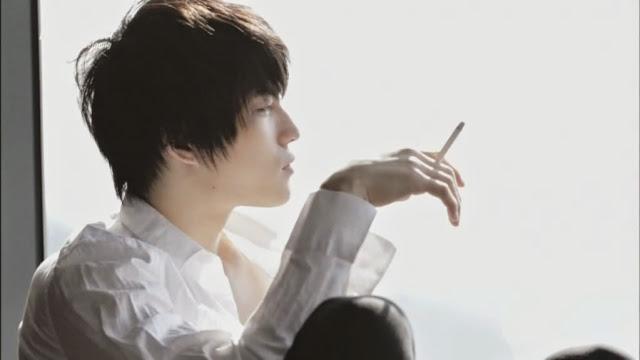 49+ Hình ảnh hút thuốc lá buồn cô đơn của con trai