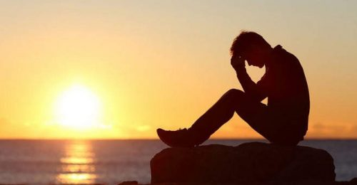 Những dòng stt tâm trạng về đêm buồn cô đơn đẫm nước mắt