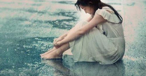 Top 99+hình ảnh cô gái khóc trong mưa nước mắt nhạt nhòa