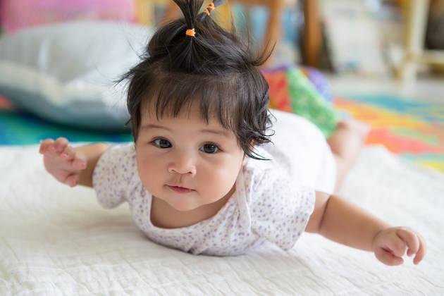 """Heartbreaking"" image of the most easy-going newborn girl in Vietnam"
